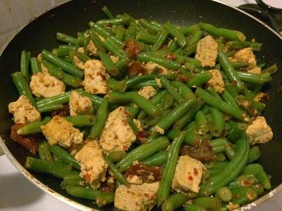 Zelené chilli fazolky s tofu