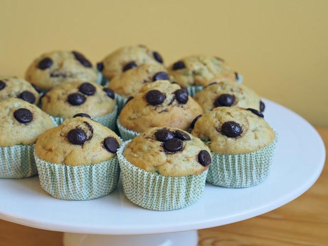 Banánovo-avokádové muffiny s kousky čokolády