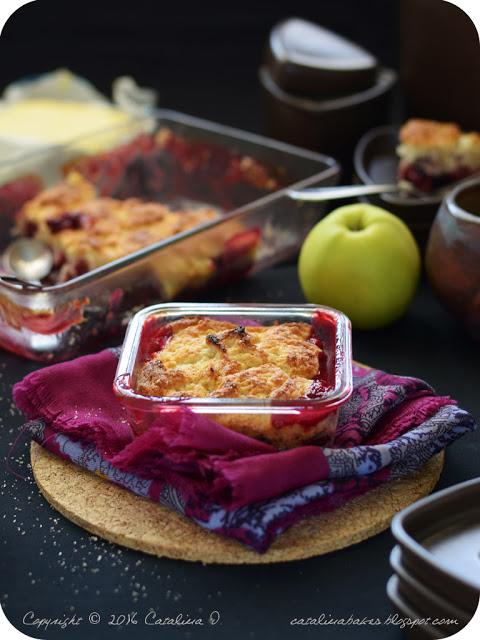 Brusinkový cobbler s jablky