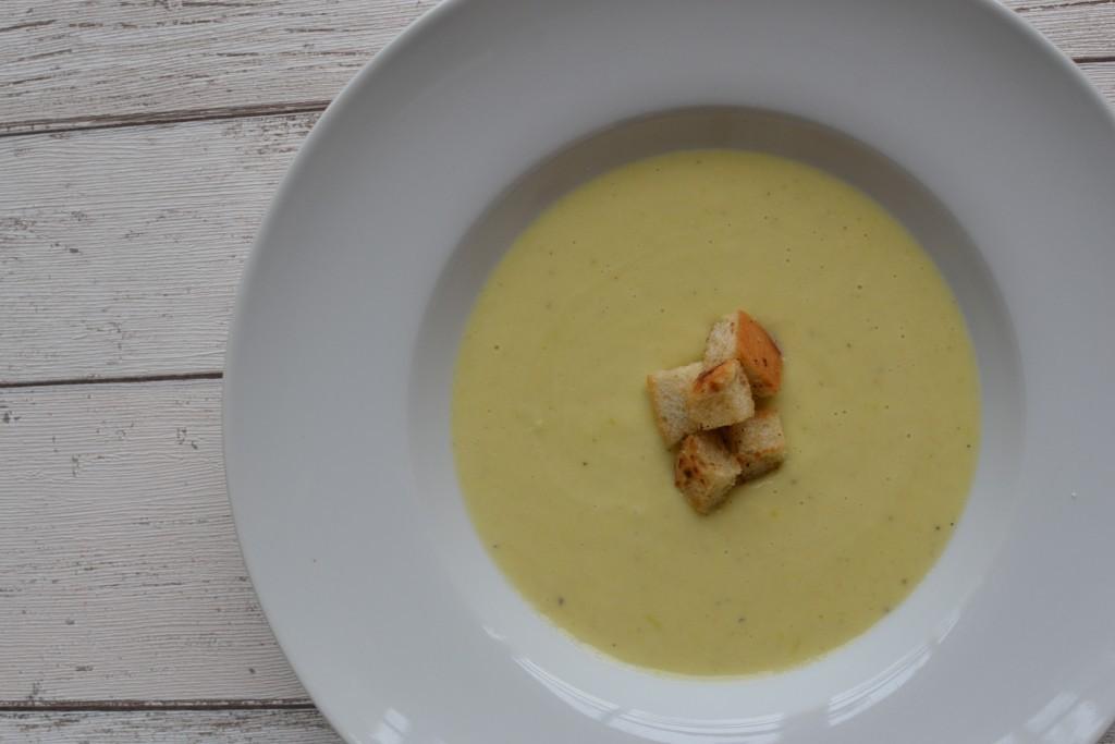 Bramborovo pórková polévka